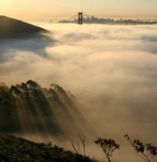 云海 远景 山 大桥 城市 黄昏图片