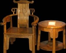 木椅子与木桌图片