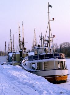 雪里的轮船图片