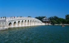 桥 湖水图片